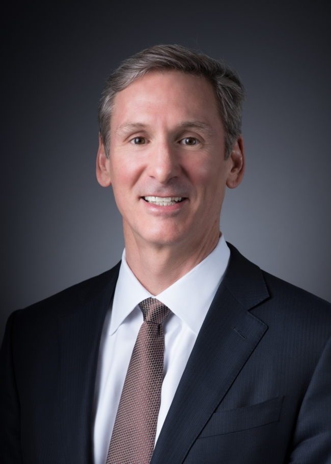 As he guides Cummins Inc. and its customers toward a carbon-neutral world, Chairman and CEO Tom Linebarger is taking the lead on alternative energy on another global stage.