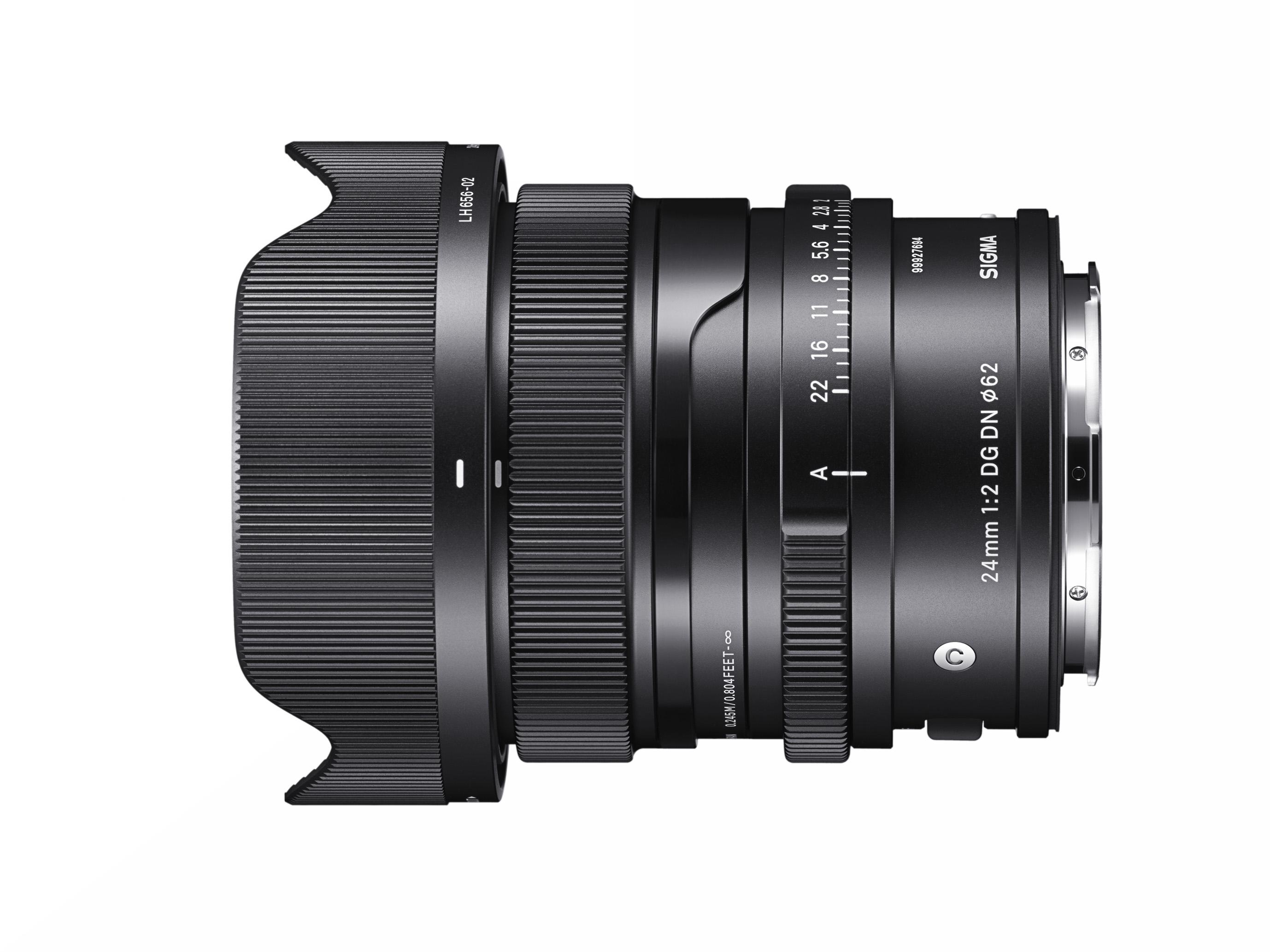 Supplied accessories: Magnetic metal lens cap (LCF62-01M), Petal-type lens hood (LH656-02), Front Cap (LCF-62III), Rear Cap (LCRII)